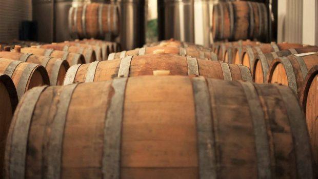 Виното ни отлежава в дъбови бъчви.
